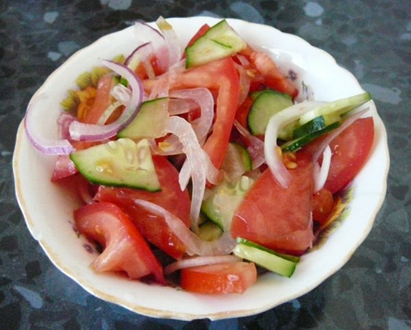 Калорийность салатов из помидоров и огурцов