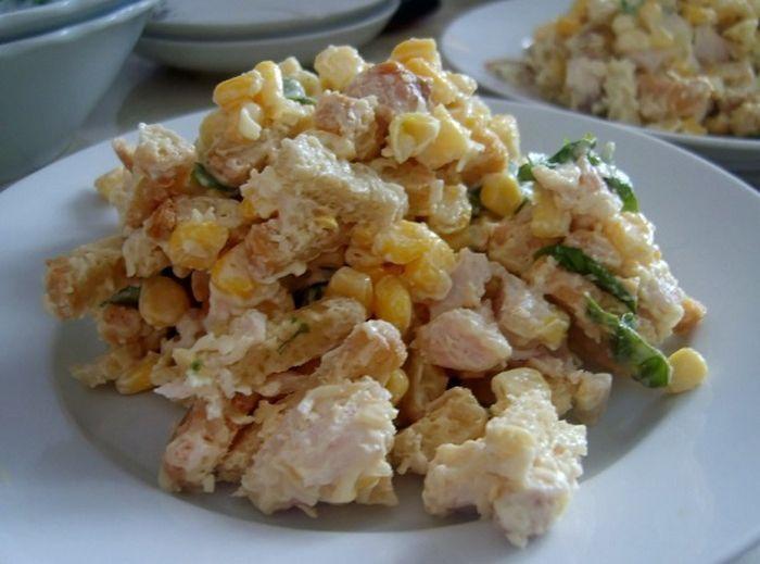 Салат с сухариками рецепт